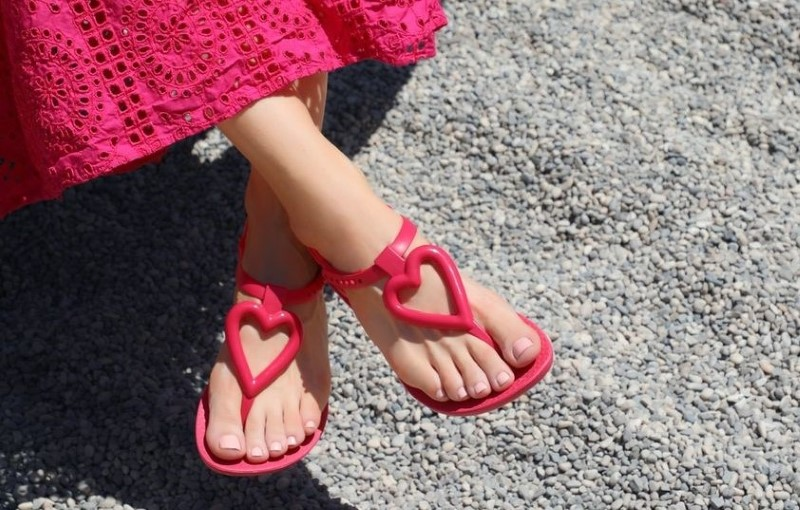 Sandals for girls in red color